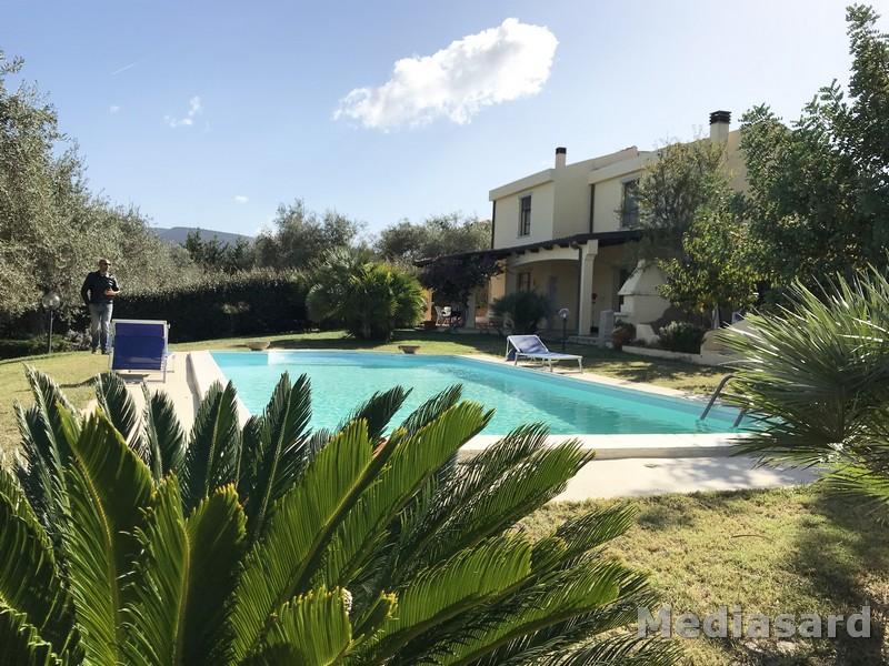 Alghero  Villa con piscina immersa nel verde  Loc  Valverde